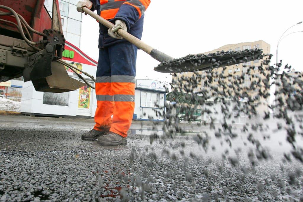 Строительство дорог с использованием щебеня картинка
